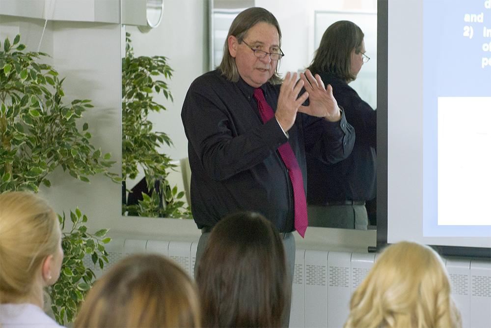 Ведущий мировой специалист по меланоме – Хаим Гутман – читает лекцию в клинике
