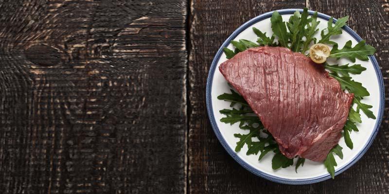 Красное мясо вызывает рак так же, как сигареты