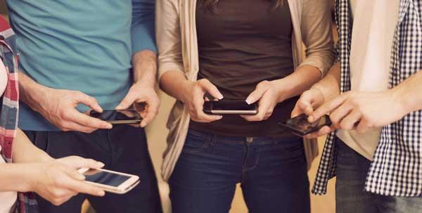 mobilniy-telefon-vizivayet-rak