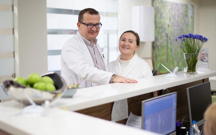Андрей Львович Пылев с пациенткой в «Евроонко»